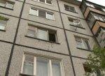 После ссоры с парнем, 16-летняя девушка выпрыгнула с окна дома