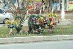 Комитет по благоустройству распорядился убрать похоронные венки вдоль городских дорог