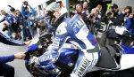 Сломавший ключицу гонщик MotoGP Лоренсо решил принять участие в гонке