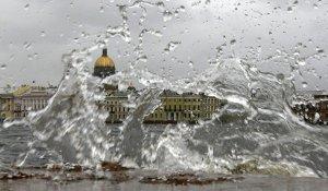 Петербург основательно готовится к сильному шторму
