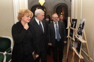 Василий Кичеджи  вице  - губернатор  Петербурга  принял участие в   международном женском   форуме «  Петербургская неделя  «Женщина года »