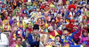 1 апреля Петербург провел клоун-парад