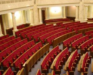 Петербуржский ЗакС уходит на каникулы