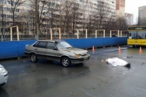 Днем в Петербурге сбили пожилую женщину