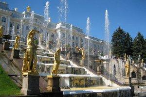 Вчера в 11 утра в Петергофе стартовал сезон фонтанов