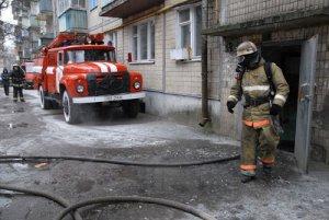 В результате возгорания на Светлановском проспекте эвакуировали десять человек