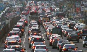 Утром на Софийской улице скопилась огромная пробка