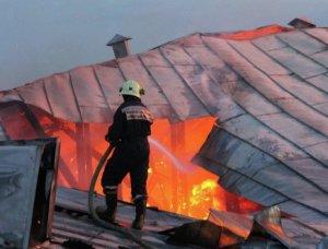 Минувшей ночью в жилом доме на Невском проспекте горел чердак