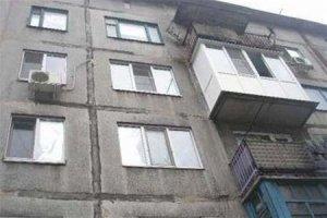 Школьник выпал из квартиры на Авангардной улице