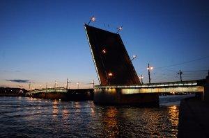 Движение на Литейном мосту ограничат до 30 ноября из-за ремонтных работ