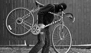 На Есенина задержали двух мужчин, укравших велосипед