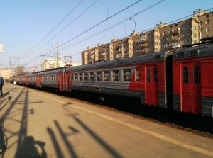 Под Санкт-Петербургом с рельсов сошла электричка