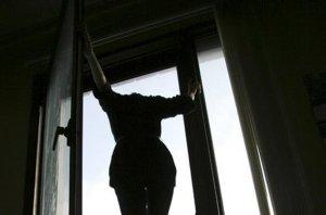 В Петербурге воспитанница детского дома выпрыгнула из окна седьмого этажа