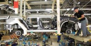 В Петербурге продолжают падать продажи авто