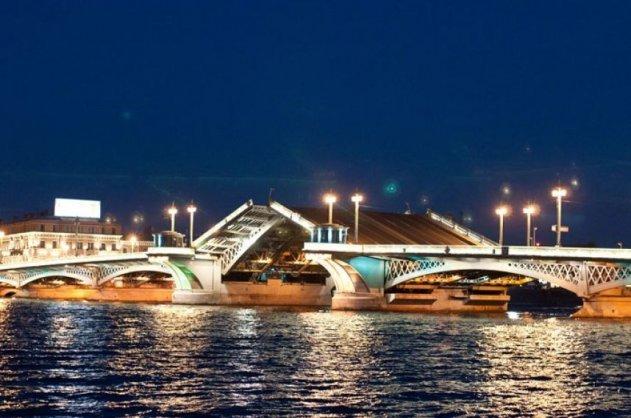 В Петербурге открывается фотовыставка «Крылья мостов»