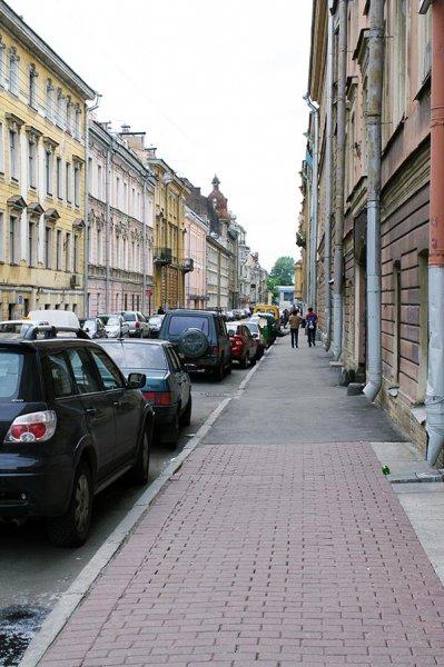 Петербург постепенно снимает ограничения